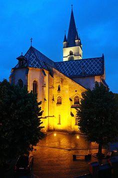 Sibiu Romania, Mansions, House Styles, Travel, Home Decor, Viajes, Decoration Home, Room Decor, Fancy Houses