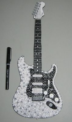 My latest project ! Im sooooo happy it is finished :) Quilling Fender Guitar Paper Quilling Designs, Quilling Paper Craft, Quilling Craft, Quilling Patterns, Paper Crafts, Quilling Ideas, Guitar Patterns, Origami, Quilled Creations