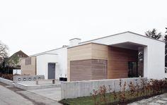 villa Årstiderne Arkitekter arkitekt ombygning moderne arkitektur arkitektonisk helhed minimalisme minimalistisk forvandling revitalisering have natur terrasse funkis funktionalisme pudset facade beton smukt helstøbt harmoni udekøkken teak køkken enfamiliehus
