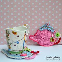 Es un tiempo de té. Esta hermosa montaña rusa podría ser gran regalo para su abuela o madre - ¿no crees? :-)  * Se trata de un patrón de ganchillo y no