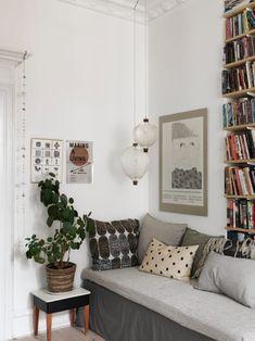 Soft neutral tones in the Scandinavian home of Nina Persson Interior Design Living Room, Living Room Decor, Living Spaces, Nina Persson, The Cardigans, Decoration Inspiration, Nordic Design, Design Design, Scandinavian Home
