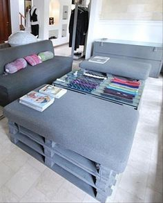 Creative Uses For old pallets. Creative Uses For old pallets. Pallet Crates, Pallet Sofa, Old Pallets, Wooden Pallets, Pallet Furniture, Furniture Making, Pallet Seating, Painted Pallets, Pallet Tables