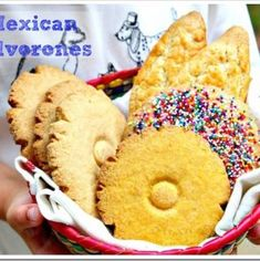 The recipe for these cookies is so easy to make, and the best part is the versatility of the dough. With the same dough, you can make many different cookies or Polvorones Mexicanos. Mexican Sweet Breads, Mexican Bread, Mexican Pastries, Winter Desserts, Just Desserts, Winter Treats, Sorbet, Biscotti, Vegan Muffins