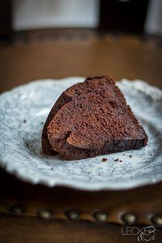 Dieser Schokoladen Baileys Gugelhupf ist der saftigste Schokoladenkuchen überhaupt. Und dabei super locker und fluffig und in 10 Minuten angerührt.