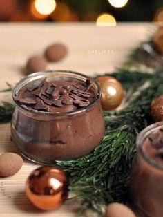 Wie schaut es bei euch aus, steht euer Weihnachtsmenü bereits?Falls euch noch eine Idee zum Dessert fehlt, dann hätte ich hier einen ganz wunderbar cremigen und schokoladigen Vorschlag. Die Z…