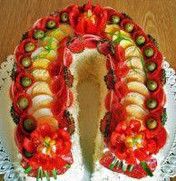 Plenty of great food presenting ideas! Buffet Frio, Fruit Platter Designs, Veggie Art, Sandwich Cake, Party Trays, Drop Cookies, Food Displays, Food Decoration, Russian Recipes