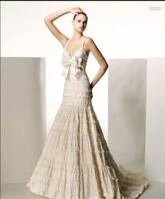 Old Fashion In Fashion Weddings / This dress takes you to romance day dreams!