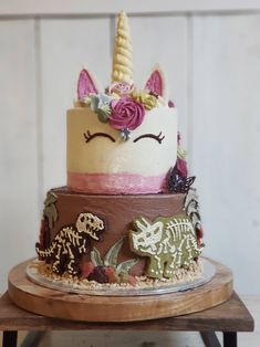 Dinosaur unicorn tier cake Something Unique We have put together two of the most popular party themes into one cake for a joint birthday party. Sibling Birthday Parties, Combined Birthday Parties, Joint Birthday Parties, Birthday Themes For Boys, Unicorn Birthday Parties, Birthday Ideas, Unicorn Party, Girl Dinosaur Birthday, Twin Birthday Cakes