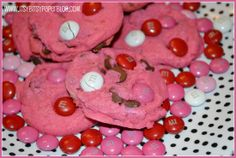 Valentine's Day Hot Pink Chocolate Chip Cookies. Recipe by Itsy Bitsy Paper/Cookie Time Tuesday Valentines Day Chocolates, Valentines Day Food, Valentines Day Chocolate Chip Cookies, Valentine Cookies, Cookie Time, Holiday Recipes, Fun Recipes, Holiday Treats, Cookie Recipes
