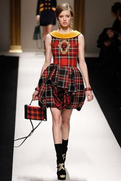 Fall 2013 Ready-to-Wear  Moschino