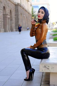 #Latex #HighHeels #Hijab