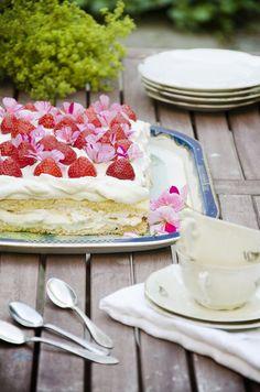 Midsommartårta: Långpannetårta med maräng - Sydsvenskan