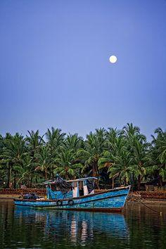 Fishing Boat in Goa by Moonlight ❖❣❖✿ღ✿ ॐ ☀️☀️☀️ ✿⊱✦★ ♥ ♡༺✿ ☾♡ ♥ ♫ La-la-la Bonne vie ♪ ♥❀ ♢♦ ♡ ❊ ** Have a Nice Day! ** ❊ ღ‿ ❀♥ ~ Sun 20th Sep 2015 ~ ~ ❤♡༻ ☆༺❀ .•` ✿⊱ ♡༻ ღ☀ᴀ ρᴇᴀcᴇғυʟ ρᴀʀᴀᴅısᴇ¸.•` ✿⊱╮
