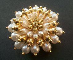 Herrliche faux Perlen Blüten Haarspange mit goldenen von AlteLiebe, €19.45
