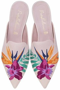 Pretty Ballerinas featuring Olivia Palermo soft nude leather mule with embroidered orchid and bird of paradise flowers babucha napa nude con bordado de flores tropicales Pretty Ballerina Shoes, Pretty Ballerinas, Pretty Shoes, Cute Shoes, Boho Outfits, Mule Plate, Pointed Loafers, Shoe Wardrobe, Everyday Shoes