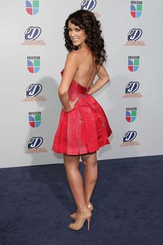 jacky bracamontes in red, simplemente hermoso