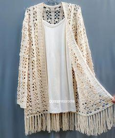 """La imagen puede contener: texto que dice """" Crochet Coat, Crochet Cardigan, Love Crochet, Crochet Clothes, Crochet Lace, Crochet Geek, Boho Kimono, Kimono Fashion, Crochet Designs"""
