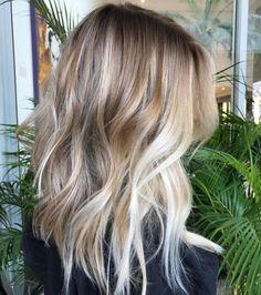 Balayages blonds sur cheveux longs : balayage blond californien et blond sable