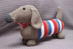 Teckel ;Sjaak ;is gemaakt van katoen, ook is hij wasbaar op maximaal 30 graden.Sjaak Teckel ;is ongeveer 25 ;cm lang.  ;Deze Teckel ;hoort bij de speciale postzakserie.Patroon is verkrijgbaar bij: http://www.mijnwebwinkel.nl/winkel/stipenhaak/c-1653685/patronen/