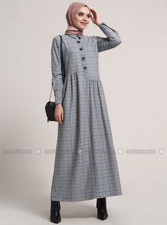 The perfect addition to any Muslimah outfit, shop Refka's stylish Muslim fashion Purple - Plaid - Point Collar - Unlined - Dresses. Modest Dresses, Modest Outfits, Simple Dresses, Modest Fashion, Women's Fashion Dresses, Casual Dresses, Modest Clothing, Moslem Fashion, Hijab Style Dress