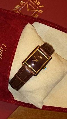 Must de Cartier Tank Vermeil mecânico burgundy. Comprei em 1979 e voltou hoje da Cartier de São Paulo onde foi feito o serviço completo. Ficou lindo demais! (texto e foto Tonton)