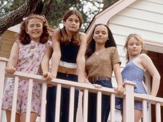 In Gaby Hoffmann, Christina Ricci, Thora Birch, and the late Ashleigh Aston Moore starred as four childhood friends coming of age in The film was called Now and Then, and it was the ultimate girl-positive film that young women and their… Now And Then Cast, Now And Then Movie, Christina Ricci, Movies Showing, Movies And Tv Shows, I Love Cinema, Devon Sawa, Childhood Movies, Childhood Friends