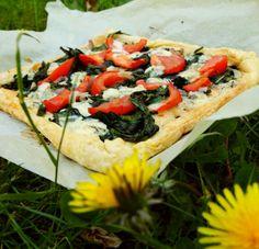 Een echt voorjaarsrecept: pizza met wildpluk. Bladeren van de paardenbloem…