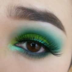 makeuploveart: I swear i dont know why i'm in to green so much lately. IG: Makeuploveart