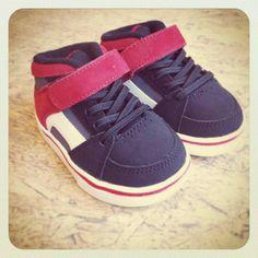 #sneakers #hightops #kids #etnies #trendy #oldskool Kids Sneakers, High Top Sneakers, Old Skool, Fashion Kids, High Tops, Babies, Children, Sweet, Closet