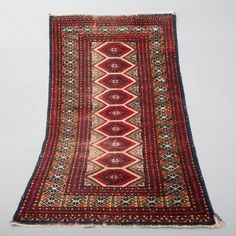 "Beautiful Handwoven Oriental Area Rug. Rug measures 47.5"" Long x 29.5"" Wide. Tightly knotted wool. 
