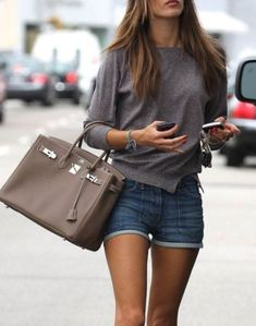 Alessandra Ambrosio-Cute and Casual outfit. Street Style, Street Chic, Look Fashion, Fashion Outfits, Womens Fashion, Street Fashion, Fashion Heels, Fashion Styles, Casual Chic