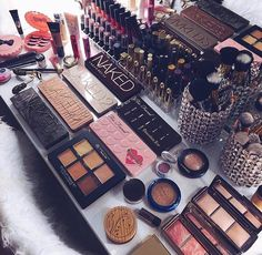 Wish this was mine except I don't usually wear make up ❤️