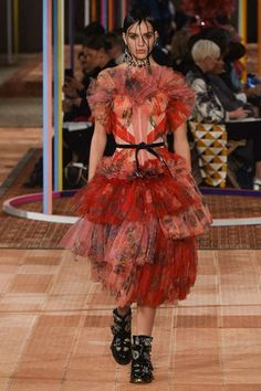 Alexander McQueen Spring/Summer 2018 Ready To Wear | British Vogue