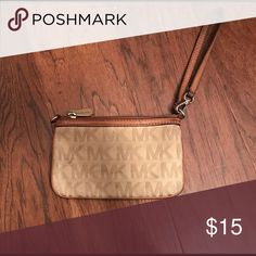 """Michael Kors wristlet USED AND WORNED!!!! Beware! Not in mint condition, but still perishable. The only noticeable wear on it is the oil stains inside the leather. Other than that it is pretty much in """"okay"""" condition. MICHAEL Michael Kors Bags Clutches & Wristlets"""