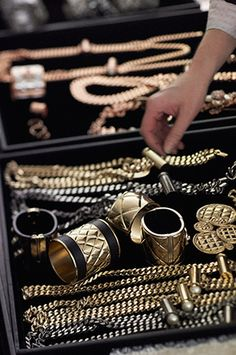 MAKING OF THE READY-TO-WEAR PRESS KIT – Chanel News - Fashion news and behind the scene features