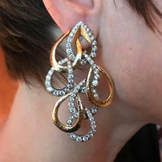 A lady who lunches in style: the divine @rkjewels_ wearing fabulous gold and diamond ear pendants from @davidwebbjewels