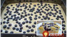 Čučoriedkový hrnčekový koláč so šľahačkou: Cesto samá bublinka – je tak fantastický, že odporúčam robiť 2 plechy naraz!