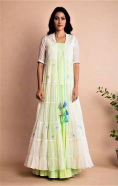 Kurti with jacket - 27 Trendy Skirt Long Diy Fun diy skirt Kurti With Jacket, Gown With Jacket, Kurta Designs, Blouse Designs, Indian Designer Outfits, Designer Dresses, Jacket Outfit, Indian Couture, Long Jackets