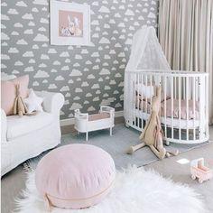 // INSPIRAÇÃO // Parede cinza com muitas nuvens brancas! Para quem quer ter um céu no próprio quarto invista nos adesivos de nuvem. No nosso site tem divertas cores😉  www.MOOUI.com.br  E para ver mais quartinhos lindos como esse siga a gente no PINTEREST!  #pinterest #inspiration #archilovers #architecturelovers #beautiful #becreative #bedroom #bedroomdecor #decor #decoracao #decorlovers #designinspiration #details #home #homedecor #inspiration #interiordesign #interiors #style #trend
