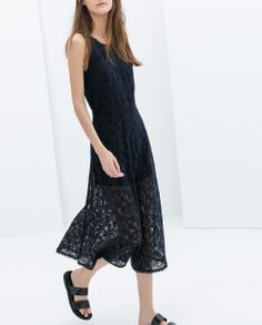 ZARA - TRAFALUC - V-back lace dress with lining #invertedtriangle #fashionbyshape