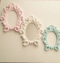Kokulu taş çerçeve Shabby Chic Frames, Shabby Chic Decor, Frame Wall Decor, Frames On Wall, Pastel Home Decor, Diy And Crafts, Arts And Crafts, Baby Frame, Decoupage Vintage
