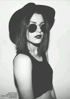wow she's perf. I love her sun glasses.