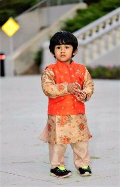 16 ideas for baby boy fashion birthday Baby Boy Ethnic Wear, Kids Ethnic Wear, Baby Boy Dress, Baby Boy Outfits, Baby Boy Fashion, Kids Fashion, Kids Indian Wear, Boys Kurta Design, Kids Wear Boys