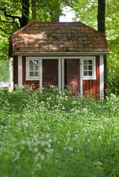 See more ideas about Blueberry, Swedish cottage and Red houses. Red Cottage, Cozy Cottage, This Old House, Tiny House, Sweden House, Red Houses, Summer Cabins, Swedish Style, Cottage Exterior