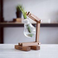 Turning Light Bulb Into Minimalist Vase - Unique Balcony & Garden Decoration and Easy DIY Ideas House Plants Decor, Plant Decor, Woodworking Furniture, Woodworking Projects, Diy Wood Projects, Wood Crafts, Decorating Your Home, Diy Home Decor, Light Bulb Vase
