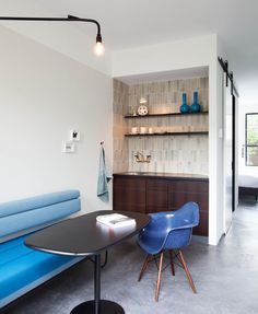Luxury Bed and Breakfast in the centre of Amsterdam / Stout & Co - the Pale Blue Room.