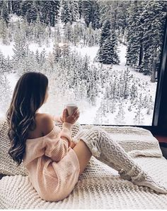 Cozy Knitted Over Knee Socks - Soso - Winter Fashion Gq, Esquire, Lake Tahoe Resorts, Adrette Outfits, Boudior Outfits, Lake Outfits, Stylish Outfits, Southern Curls And Pearls, Shooting Photo