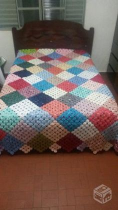 Queen Size Burgundy & Green Trip Around the World Hand Quilted Quilt Granny Square Crochet Pattern, Crochet Stitches Patterns, Quilt Patterns, Fabric Crafts, Sewing Crafts, Designer Bed Sheets, Yo Yo Quilt, Quilt Blocks, Crochet Projects