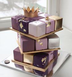 Purple and gold cube cake Pretty Cakes, Beautiful Cakes, Amazing Cakes, Fancy Cakes, Mini Cakes, Cupcake Cakes, Cake Flavors, Savoury Cake, Creative Cakes