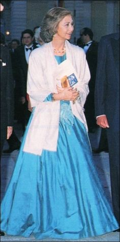 Queen Sofia of Spain Spanish Hat, Spanish Royalty, English Royalty, Royal Families Of Europe, Spanish Royal Family, Queen Dress, Blue Gown, Queen Elizabeth Ii, Royal Fashion